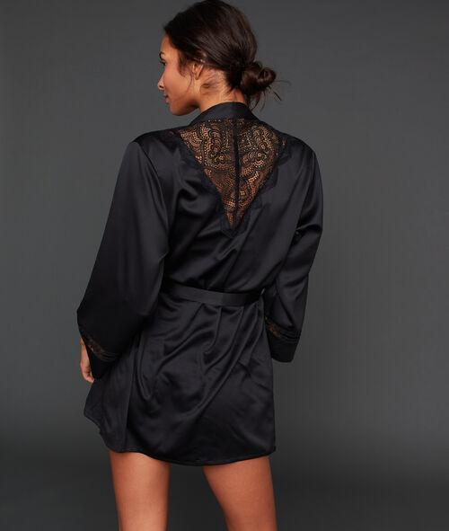 Атласный халат с кружевом на спинке