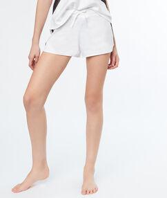 Атласные шорты, контрастная кружевная лента белый.