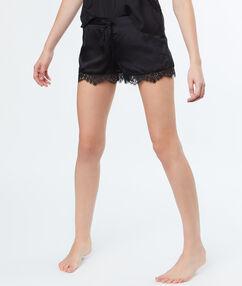 Атласные шорты с кружевной отделкой чёрный.