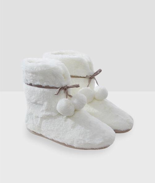 Тапочки-полусапожки с помпонами