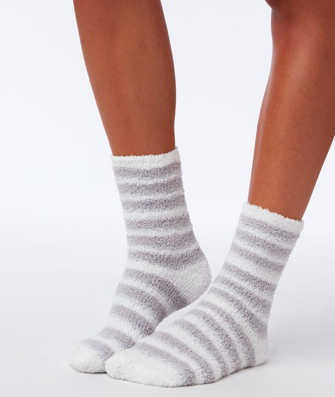 Пушистые носки с металлизированным волокном светло-серый.