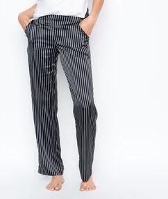 Атласные брюки в полоску черный.
