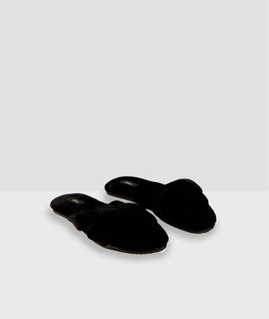 Chaussons tongs en coton noir.