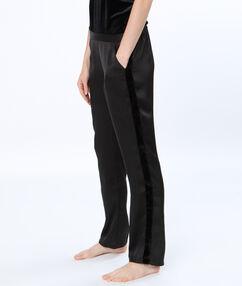 Атласные брюки с велюровой лентой чёрный.