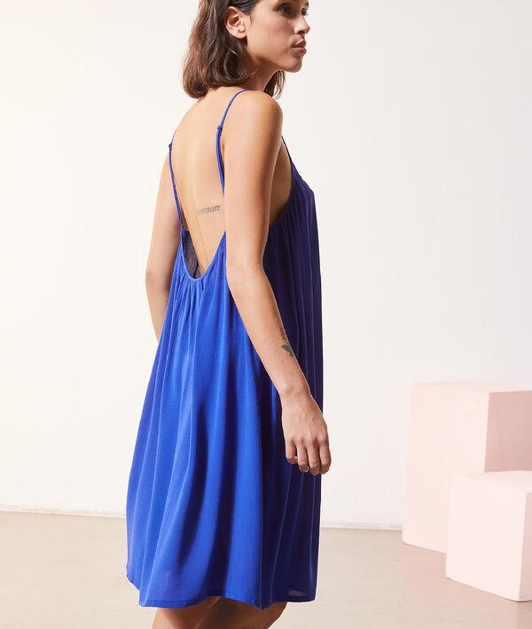 Платье в декоративную сборку;${refinementColor}