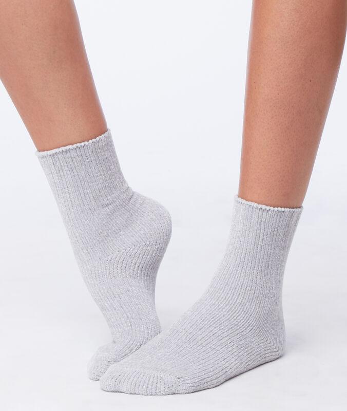 Мягкие носки с блестящей нитью светло-серый.