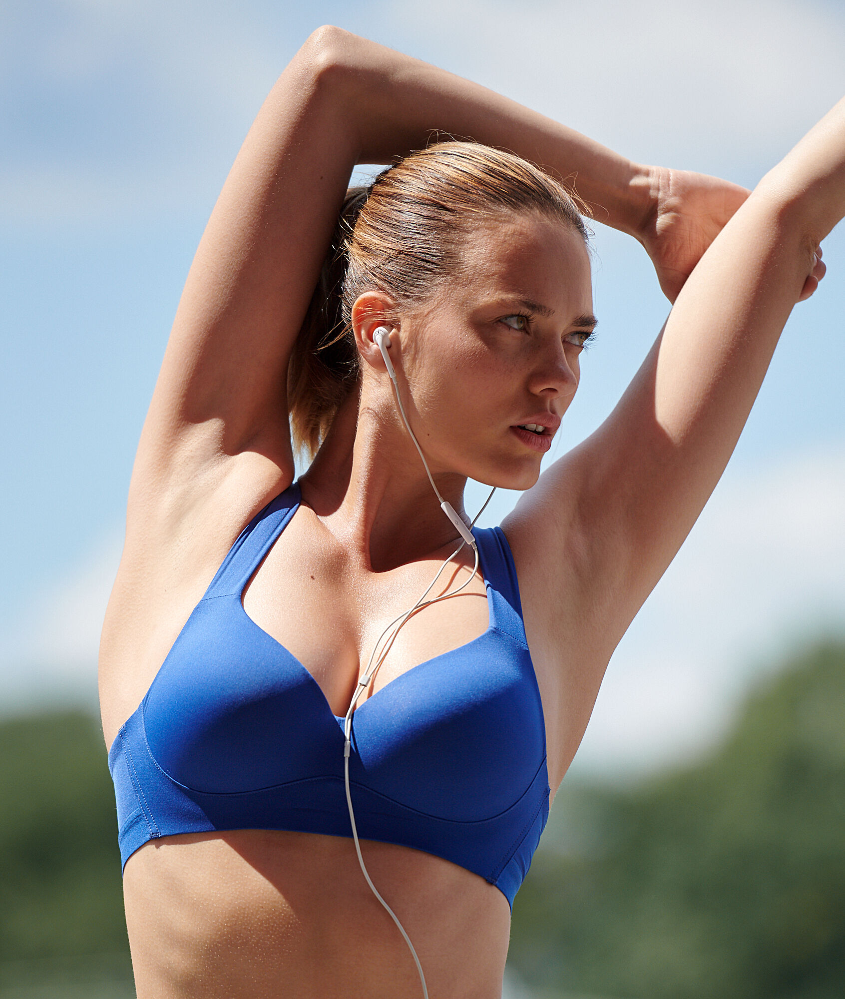Спортивный бюстгальтер с кружевной спинкой - сильная поддержка - ALEXIS - Пороховая синь - 70B