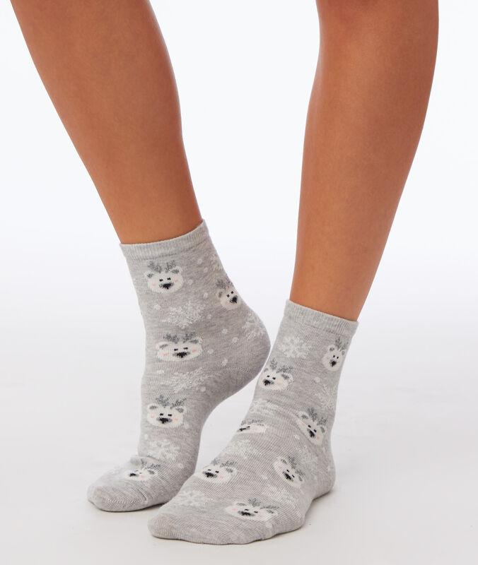 Chaussettes à motifs gris clair.