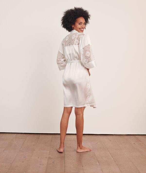 Атласный халат с цветочным кружевом;${refinementColor}