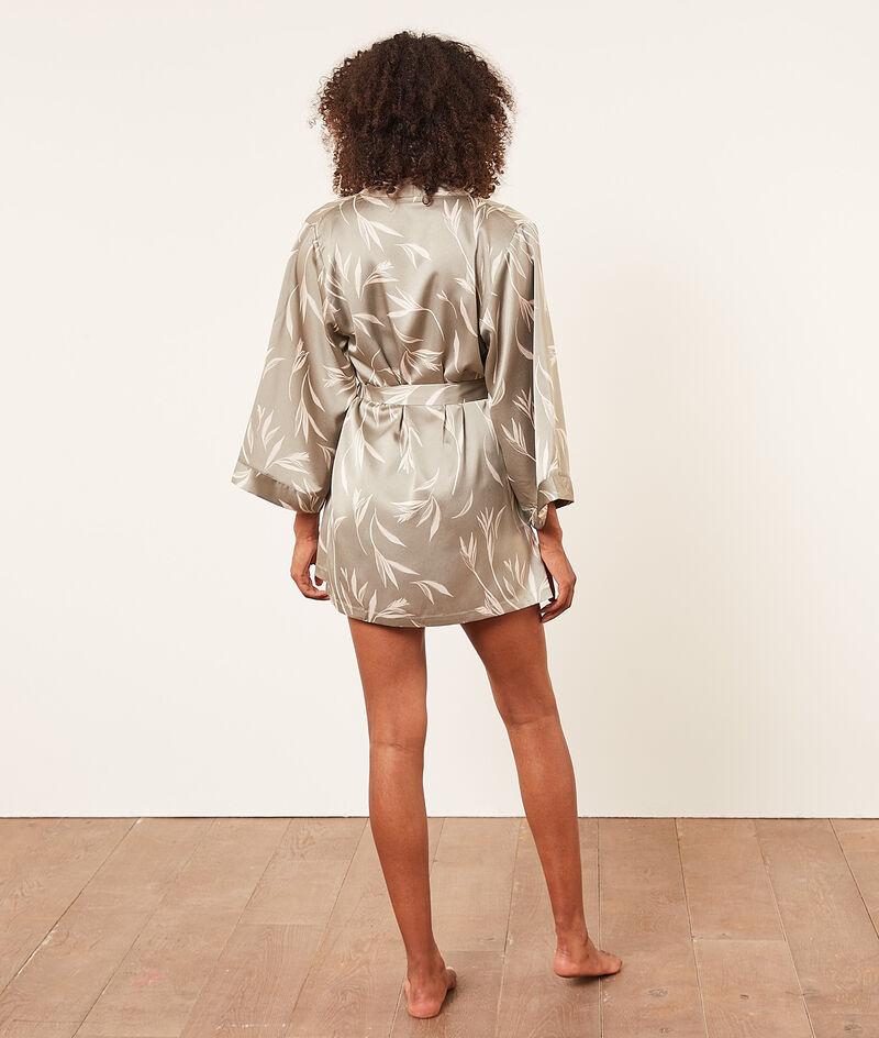 Атласный халат-кимоно с растительным принтом;${refinementColor}