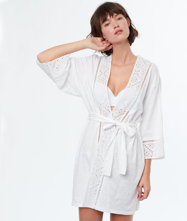Халатик-кимоно с принтом и английской вышивкой белый.