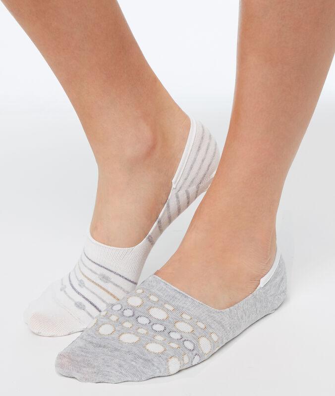 2 пары коротких носков экрю.