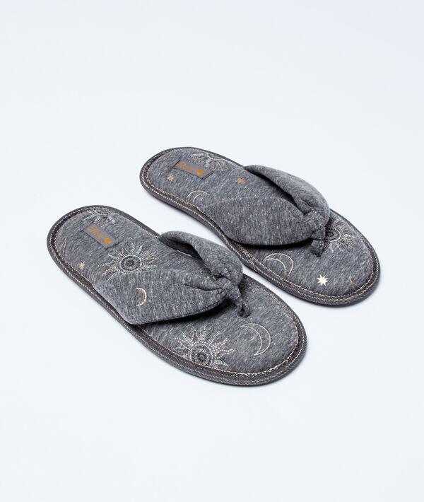Тапочки-тонги с принтом