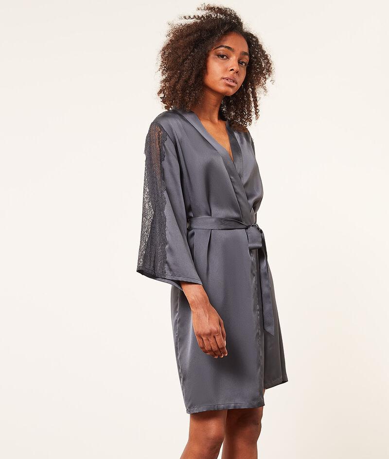 Атласный халат-кимоно с кружевной отделкой;${refinementColor}