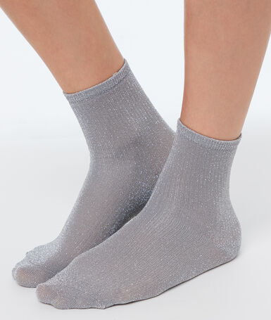 Короткие носки с металлической нитью серый.