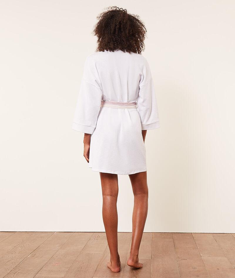 Вафельный халат с контрастным поясом;${refinementColor}