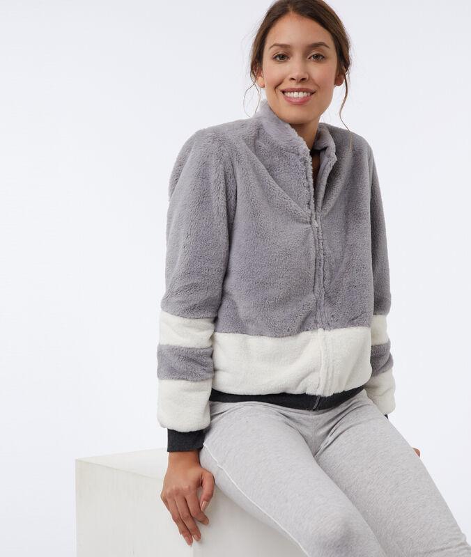 Куртка из искусственного меха серый.