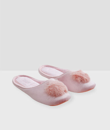 Chaussons avec pompons rose.