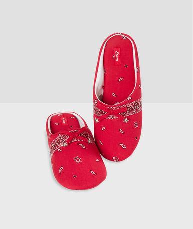 Тапочки с принтом в виде банданы красный.