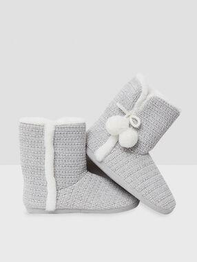 Тапочки-полусапожки с помпонами серый.