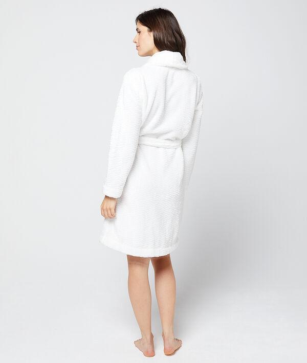 Теплый халат из фактурной ткани;${refinementColor}