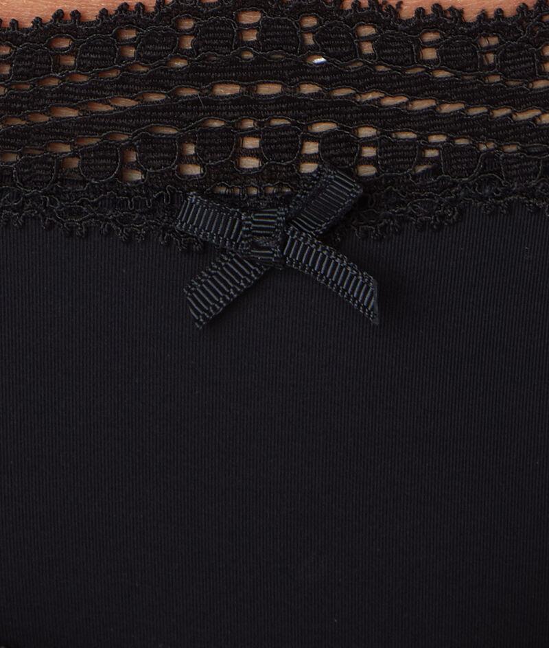 Танга, украшенные графическим кружевом края;${refinementColor}