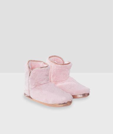 Chaussons bottines à détails dorés rose.
