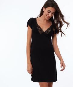 Ночная рубашка с кружевным декольте черный.