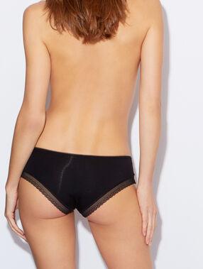 Комфортабельные трусики-шорты из модала с кружевной отделкой черный.