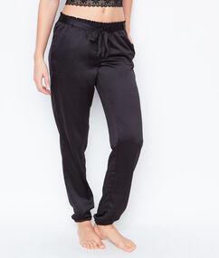 Атласные брюки черный.