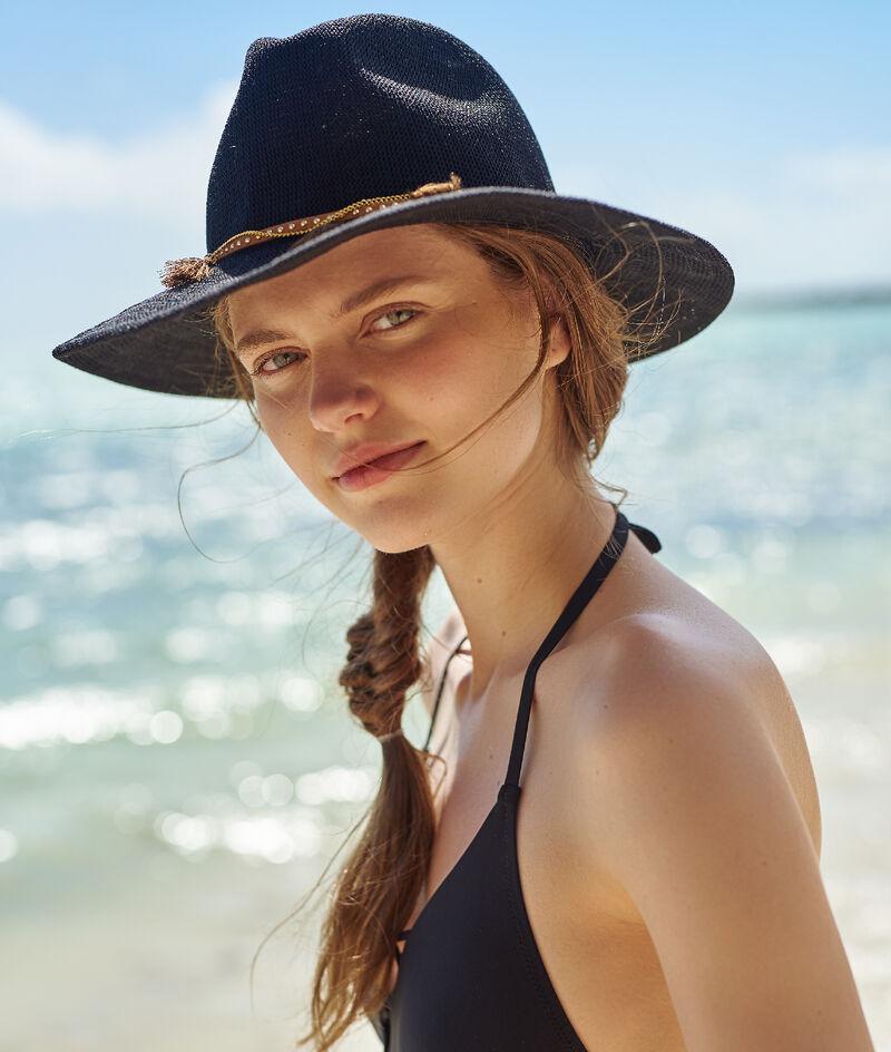 Chapeau de plage, détail bijoux;${refinementColor}