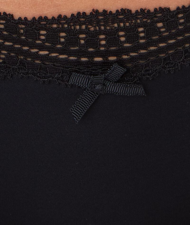 Трусы-шорты с краями, окаймленными графическим кружевом;${refinementColor}