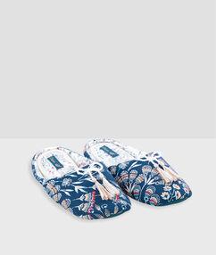 Тапочки с принтом и кисточками голубой.