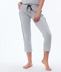 Короткие штаны в горох серый.