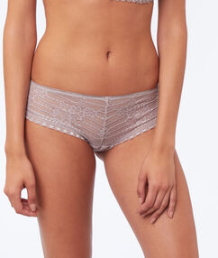 Shorty en dentelle taupe.