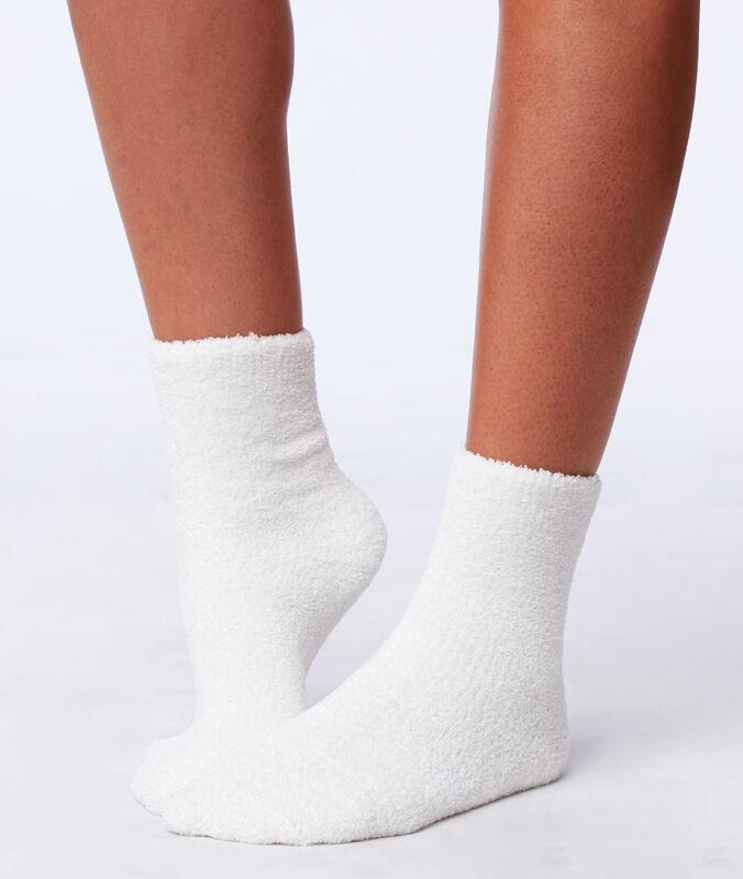 Мягкие носки экрю.