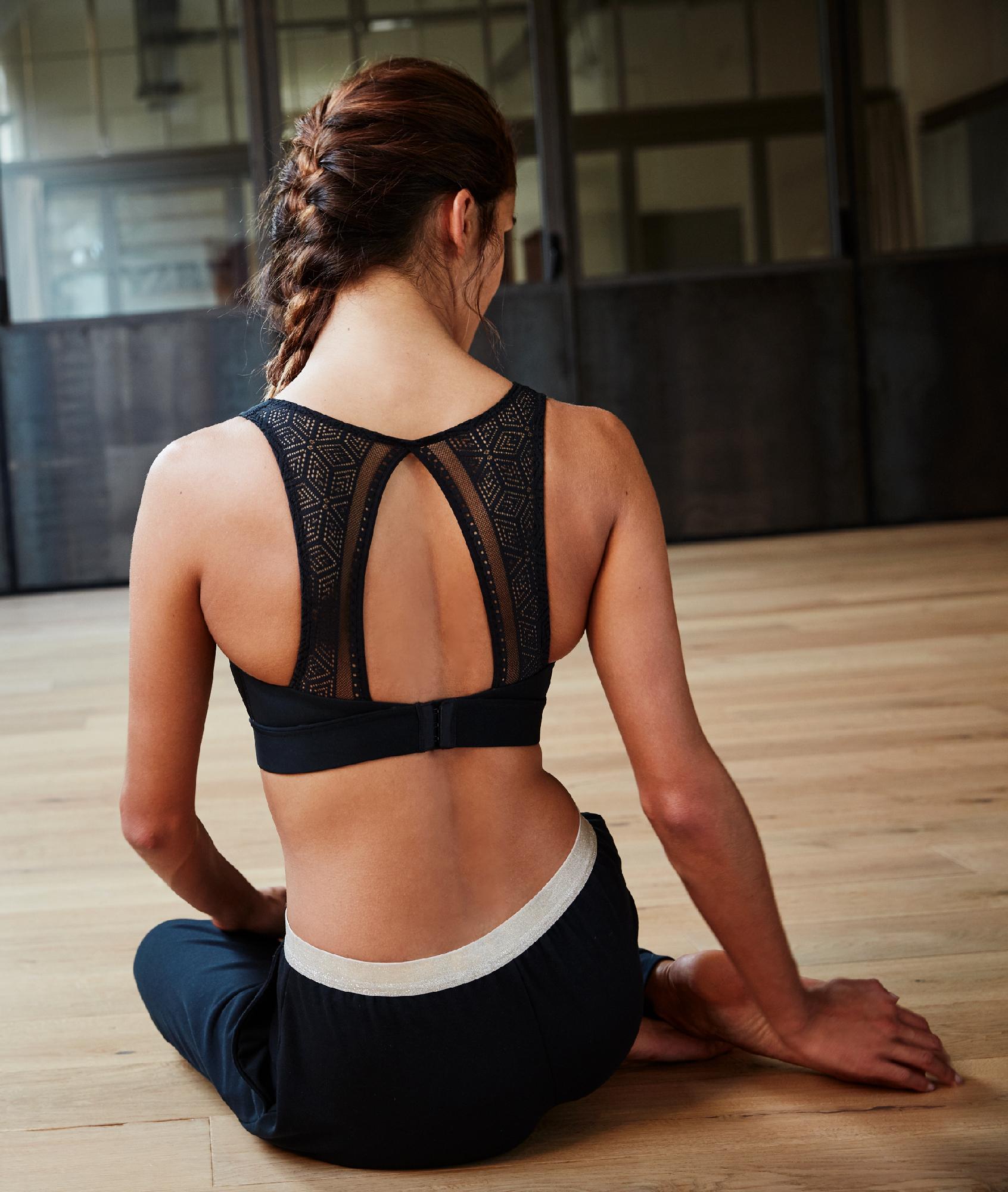 Спортивный бюстгальтер, ажурная спинка  - средняя поддержка черный.